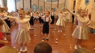 Старшая группа танец Елки, шарики , хлопушки