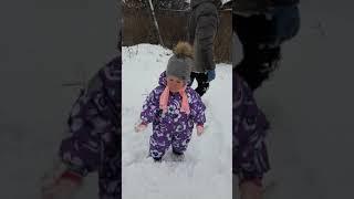 Зимняя прогулка с сестренкой