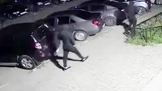 На Уралмаше двое мужчин подожгли машину