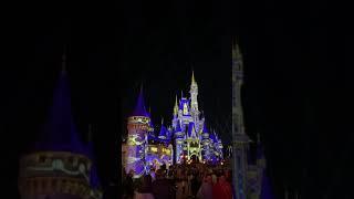 Disney's Magic Kingdom: castle facade change and fireworks, Christmas 2020