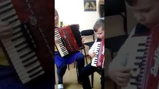 Песня Новый год , Елка шарики хлопушки,на аккордеон,играет Солдаткин Матвей,2 класс.