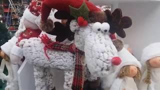 Новогодние игрушки ёлки и хлопушки.
