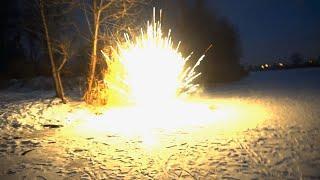 ВЗРЫВАЕМ ЛЕД! Очень мощная петарда + лед❄️. Взрываем петарды на льду и подо льдом. Моя пиротехника.