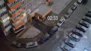 В Красноярске ночью подростки поджигали петарды и кидали их под машины