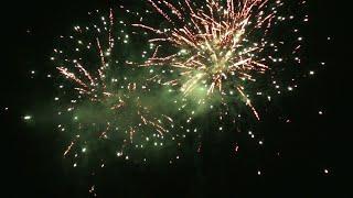 Классный фейерверк с двух точек (Fireworks from two points)