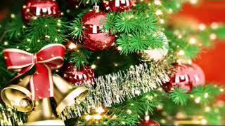 Новогодние игрушки, свечи и хлопушки.Новогодние песни