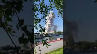В Москве — пожар, слышны звуки, похожие на взрывы пиротехники.