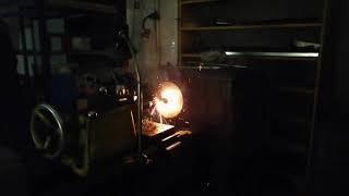 Что будет, если зажечь петарды в токарном станке?