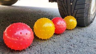 Машина давит предметы. Машина давит Разноцветные шарики