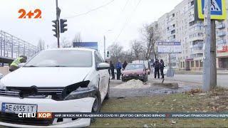 Трагедія на Дніпропетровщині: через зіткнення легковиків загинула дівчинка, яка стояла на узбіччі