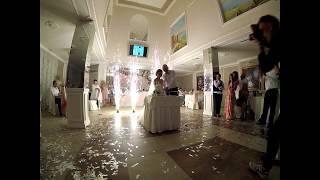 Холодные фонтаны в банкетном зале ОАЗИС в Одессе. Сценические фонтаны на торт.