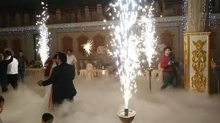 Тяжелый дым и холодные фонтаны на свадьбе