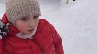 Лизе Галкиной не понравилось, что папа помог Гарри найти в снегу игрушку из хлопушки