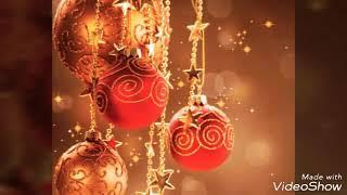 Новогодние игрушки, свечи и хлопушки