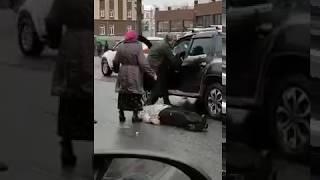 Разбил битой голову. Драка автомобилистов на дороге.