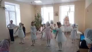 Танец Елка шарики хлопушки