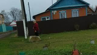 Бабка обзывает детей которые взрывают петарды