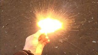 Взрыв петарды в руке