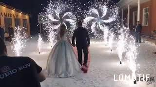 Холодные фонтаны огни фейерверк коридор из фонтанов