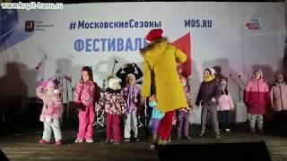 """Песня """"Уезжает трамвай"""", певица Женя Отрадная исполняет в концертной программе на сцене Москвы."""