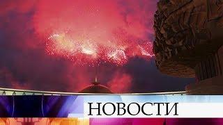 В Москве прогремел праздничный салют в честь 75-летия освобождения Минска от фашистов.