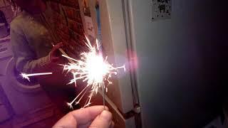 Новый год к нам уже мчится! Горят бенгальские огни