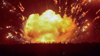 Взорвался склад пиротехники и город накрыло красными огнями!