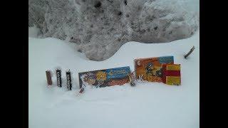 Взрываем петарды в огромной глыбе льда!| Петарды Vs Лёд| Тест петард