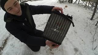 Взрываю старый радиатор мощными петардами взрываю мощные петарды в воде.