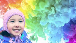 Варя на фестивале Цветного Дыма! Катаемся в Детском Парке на каруселях