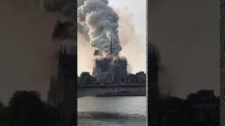 Собор Парижской Богоматери загорелся