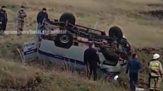 В Башкирии опрокинулась в кювет машина с полицейскими: пострадали пять человек