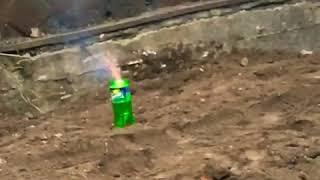 Взрыв бутылки от петарды.mp4
