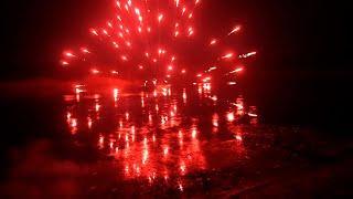 Взрываем петарды ночью. Запускаем салют на Новый год! Тест петард, блицы, римские свечи и корсар 12.