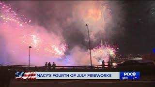 New Yorkers enjoy Macy`s 4th of July Fireworks