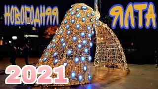 Новогодняя ночь в Ялте, праздничный салют на набережной. Крым 2020 - 2021