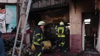 В Киеве во время ремонта вспыхнула Toyota и сожгла СТО