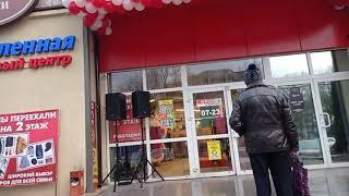 """""""Новогодние игрушки, свечи и хлопушки в нём"""". Новый магазин """"Spar-express""""поздравляет с наступающим"""
