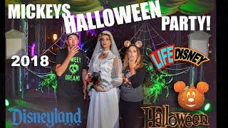 Halloween Party at Disneyland! 2018 Full Experience | Treat Trails, Fireworks, Parade & more fun!