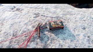 тест пиротехники подо льдом ! 20 ракет под лед !