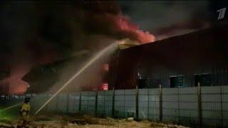 В Мурманске выясняют причины ночного пожара на местной судоверфи.