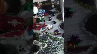 Новогодние игрушки ,свечи и хлопушки